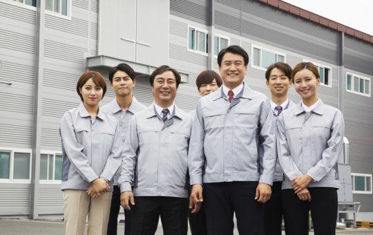 プラスチック製品の異物チェック~シニア世代まで活躍中!~